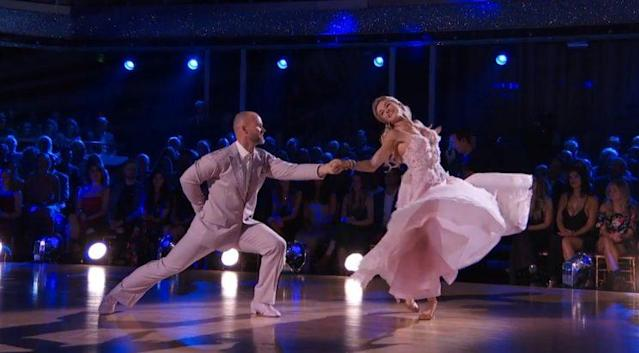 "<a class=""link rapid-noclick-resp"" href=""/mlb/players/6956/"" data-ylk=""slk:David Ross"">David Ross</a> and Lindsay Arnold waltz on ""Dancing with the Stars."" (Youtube/ABC)"