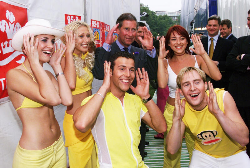 LONDON - JULY 04: Claire Richards, Faye Tozer, Ian Watkins (known as H), Lee Latchford Evans and Lisa Scott-Lee of the pop group Steps meet with HRH Prince Charles backstage during Capital FM's Party in the Park 1999 in Hyde Park , London on the 4th of July 1999. (Photo by Dave Hogan/Getty Images)
