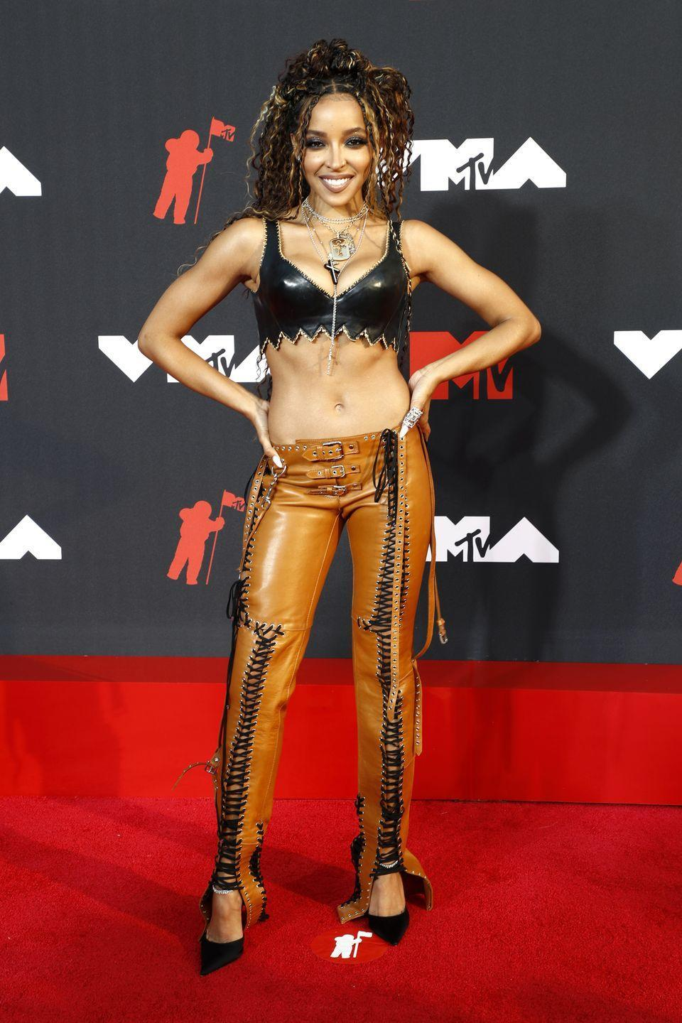 """<p>The """"Save Room For Us"""" singer hit the red carpet in a sexy leather bralette and coordinating lace up pants.</p>"""