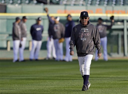 Detroit Tigers manager Jim Leyland walks back to the dugout during batting practice before teh start of Game 3 of the American League championship series against the New York Yankees Tuesday, Oct. 16, 2012, in Detroit. (AP Photo/Paul Sancya )