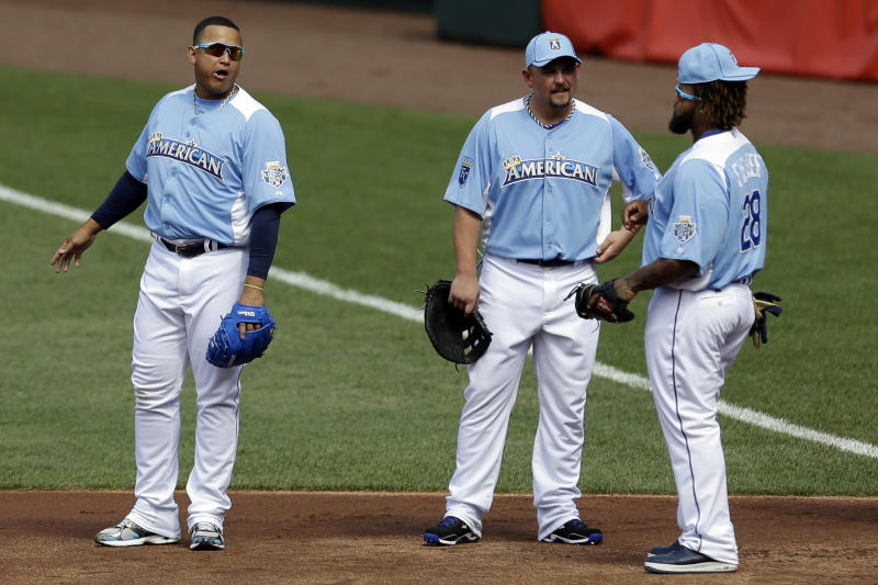 American League's Miguel Cabrera, of the Detroit Tigers, left, Billy Butler, of the Kansas City Royals, and Prince Fielder, of the Tigers, talk during MLB All-Star baseball batting practice, Monday, July 9, 2012, in Kansas City, Mo. (AP Photo/Jeff Roberson)