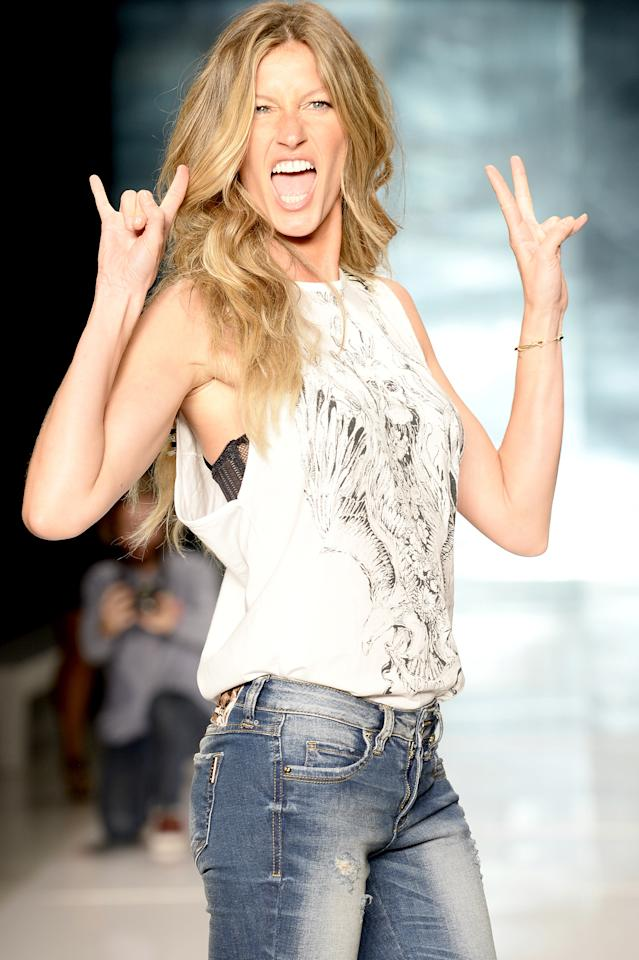 <p>She looked like a rock star during rehearsal for a Colcci runway show during São Paulo Fashion Week. (Photo: Getty Images) </p>