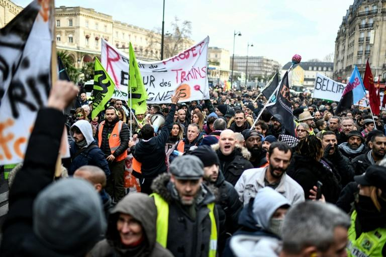Into its fourth week, the French transport strike against planned pension reforms is the biggest work stoppage in decades (AFP Photo/STEPHANE DE SAKUTIN)