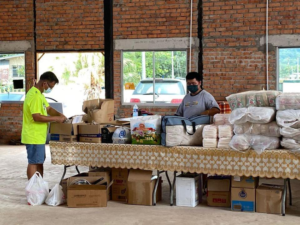 Volunteers sorting out donated goods for victims of the Sugud floods in Penampang. — Picture by Julia Chan