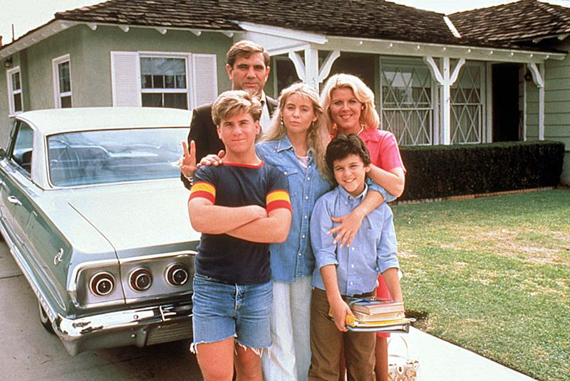"""The Wonder Years"" - Jason Hervey as Wayne Arnold, Dan Lauria as John ""Jack"" Arnold, Olivia d'Abo as Karen Arnold, Alley Mills as Norma Arnold, and Fred Savage as Kevin Arnold"