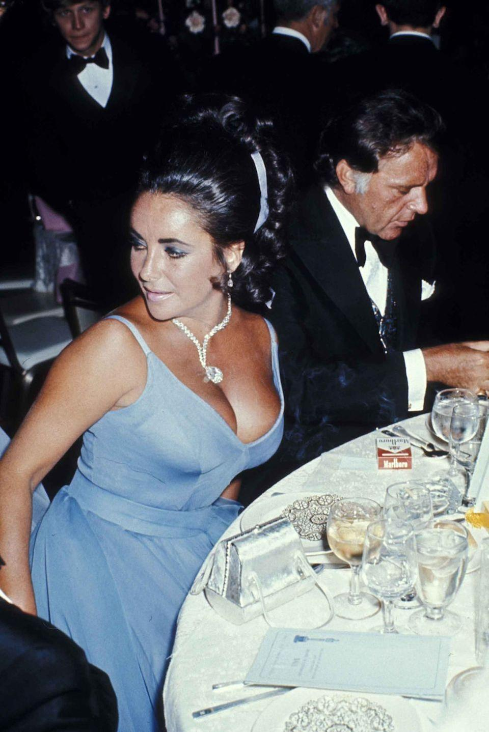 <p>Elizabeth Taylor in Edith Head and her famous diamond necklace.</p>