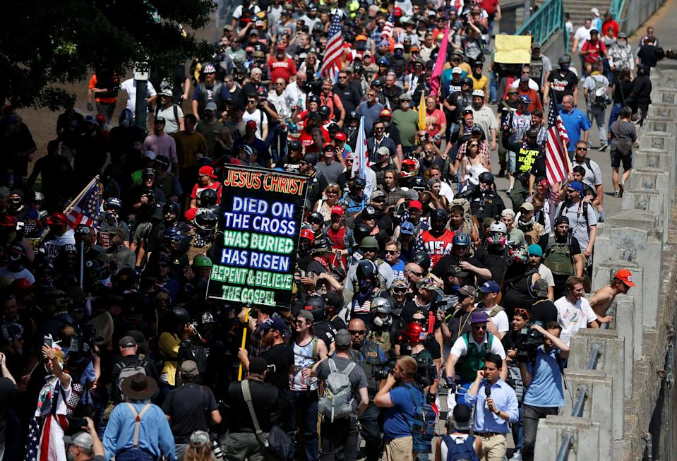 <p>Right-wing supporters of the Patriot Prayer group march during a rally in Portland, Ore., Aug. 4, 2018. (Photo: Jim Urquhart/Reuters) </p>