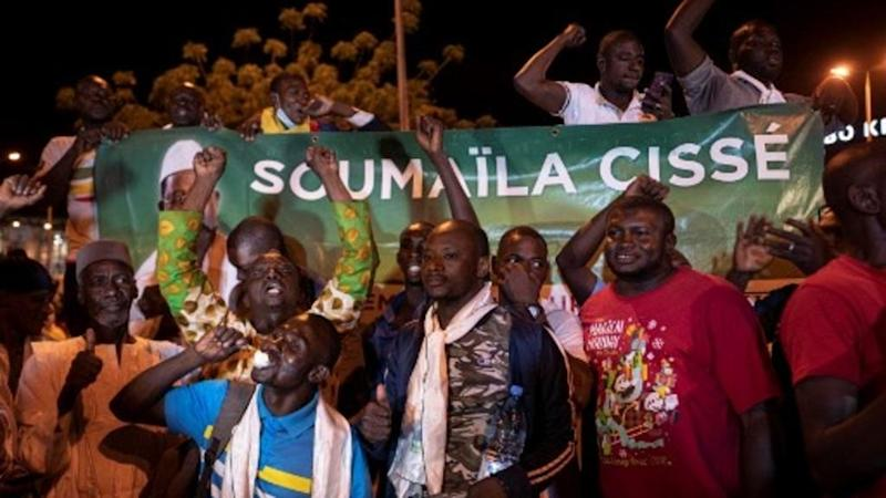 Release of hostages in Mali a 'victory' for transition government