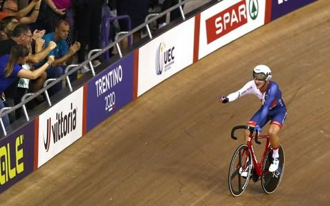 Hayter celebrates winning gold in the Men's Omnium Points race during day three of the 2018 European Championships