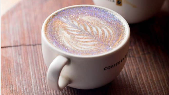 People Are Putting Glitter On Their Cappuccinos, Because It's 2017