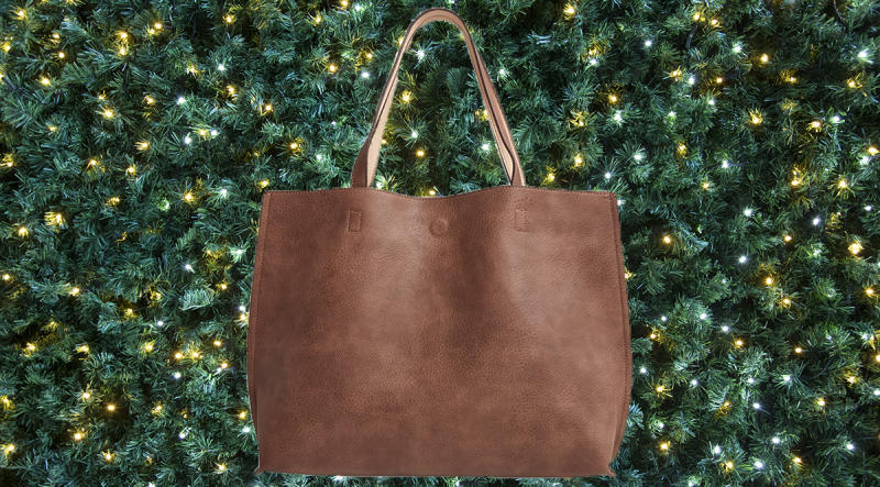 Over 1,600 reviewers love this reversible tote. (Photo: Nordstrom)