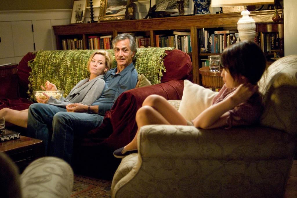 """<a href=""""http://movies.yahoo.com/movie/contributor/1807816351"""">Elizabeth Banks</a>, <a href=""""http://movies.yahoo.com/movie/contributor/1800019124"""">David Strathairn</a> and <a href=""""http://movies.yahoo.com/movie/contributor/1808438209"""">Emily Browning</a> in DreamWorks Pictures' <a href=""""http://movies.yahoo.com/movie/1809922891/info"""">The Uninvited</a> - 2009"""