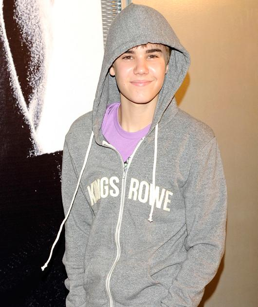 Justin the hot hoodie Those brown eyes. Those full lips. That lush bod. Justin Bieber, you are delicious.
