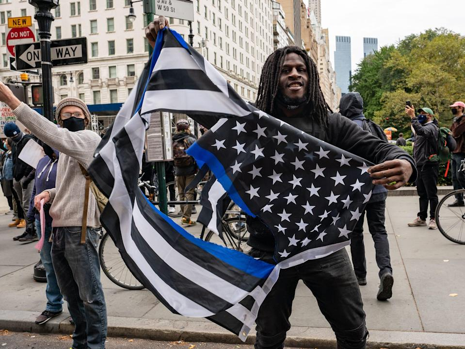 thin blue line flag protesters