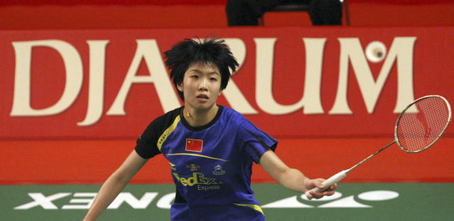 China's Wang Xin returns the shuttlecock to South Korea's Sung Ji-hyun during women's singles quarter finals at Djarum Indonesia Open badminton tournament at Istora stadium in Jakarta, Indonesia, Friday, June 15, 2012. (AP Photo/Achmad Ibrahim)