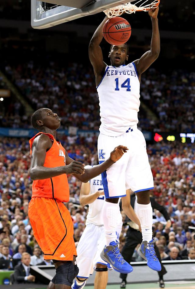 NEW ORLEANS, LA - MARCH 31: Michael Kidd-Gilchrist #14 of the Kentucky Wildcats dunks the ball next to Gorgui Dieng #10 of the Louisville Cardinals in the second half during the National Semifinal game of the 2012 NCAA Division I Men's Basketball Championship at the Mercedes-Benz Superdome on March 31, 2012 in New Orleans, Louisiana. (Photo by Ronald Martinez/Getty Images)
