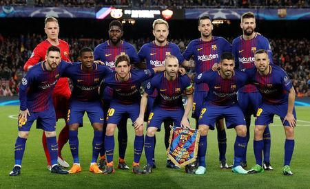 Soccer Football - Champions League Quarter Final First Leg - FC Barcelona vs AS Roma - Camp Nou, Barcelona, Spain - April 4, 2018 Barcelona players pose for a team group photo before the match REUTERS/Juan Medina/Files