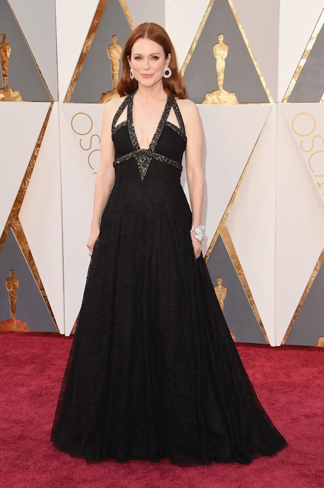 <p>Kendall Jenner wore it first, but it's possible Julianne Moore wore it best. At the Oscars, the actress chose a black gown from Chanel Haute Couture that was encrusted with jewels.<i><i>(Photo: Getty Images)</i></i></p>