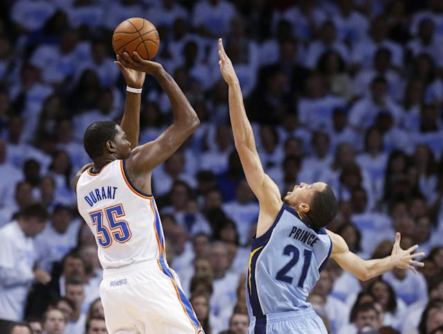 Oklahoma City Thunder forward Kevin Durant (35) shoots over Memphis Grizzlies forward Tayshaun Prince (21) in the first quarter of Game 5 of an opening-round NBA basketball playoff series in Oklahoma City, Tuesday, April 29, 2014. (AP Photo)