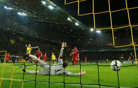 Soccer: Scintillating Dortmund muscle past champions ...