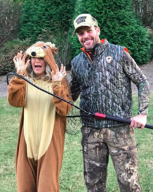 """<p>""""The only deer I am OK with @mfisher1212 'catching!'"""" the country singer doe wrote, adding """"#HelpMe"""" and """"#veganwifeproblems."""" (Photo: <a href=""""https://www.instagram.com/p/Ba7glD_lNgM/?hl=en&taken-by=carrieunderwood"""" rel=""""nofollow noopener"""" target=""""_blank"""" data-ylk=""""slk:Carrie Underwood via Instagram"""" class=""""link rapid-noclick-resp"""">Carrie Underwood via Instagram</a>) </p>"""
