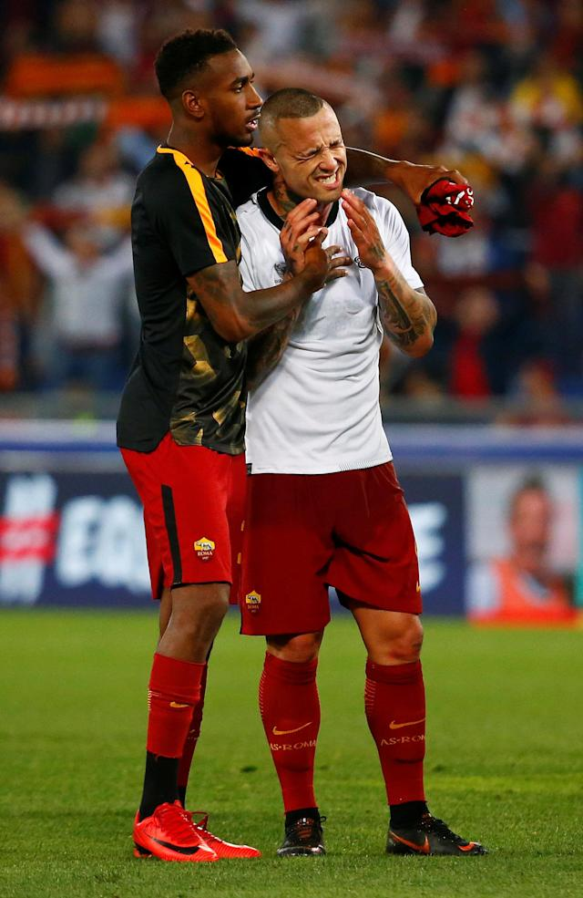 Soccer Football - Champions League Semi Final Second Leg - AS Roma v Liverpool - Stadio Olimpico, Rome, Italy - May 2, 2018 Roma's Radja Nainggolan and Gerson look dejected after the match REUTERS/Tony Gentile