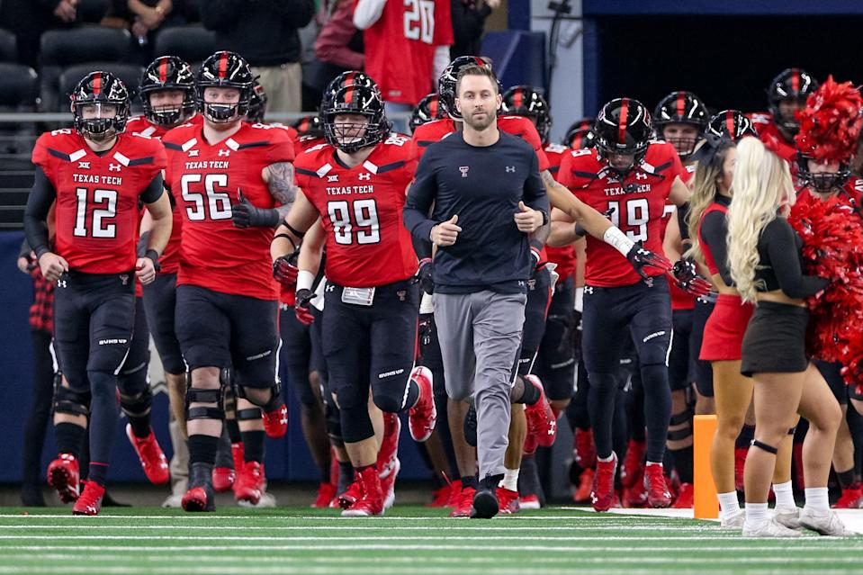 Kliff Kingsbury impressed the Cardinals enough to land their head coaching job. (Getty Images)