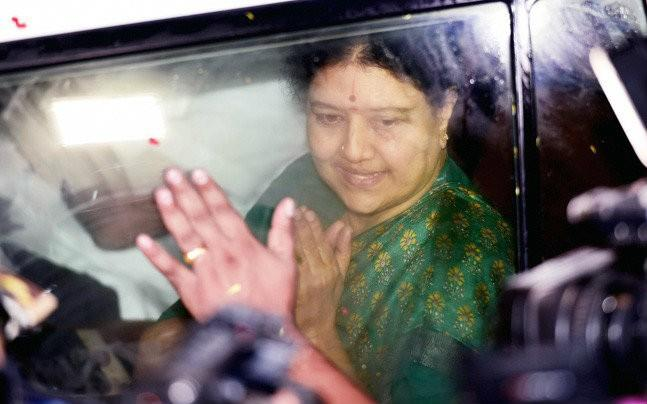 <p>After eight long months Sasikala came on an emergency parole to Chennai to meet her ailing husband. Her presence in Chennai was a celebration time for the AIADMK Sasikala faction members. </p>