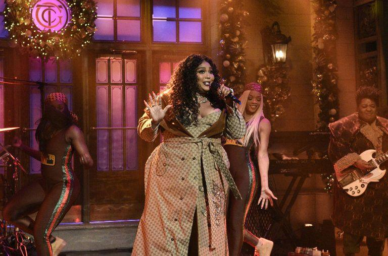 Lizzo sings on 'SNL' stage