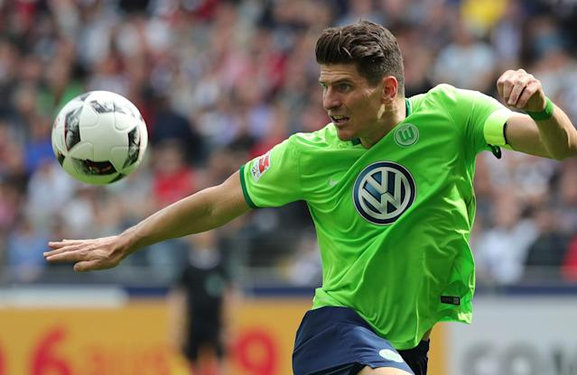 <p>Wolfsburg's Mario Gomez in action during the German Bundesliga soccer match between Eintracht Frankfurt and VfL Wolfsburg in Frankfurt Main, Germany, May 6, 2017. (Photo: Armando Babani/EPA) </p>