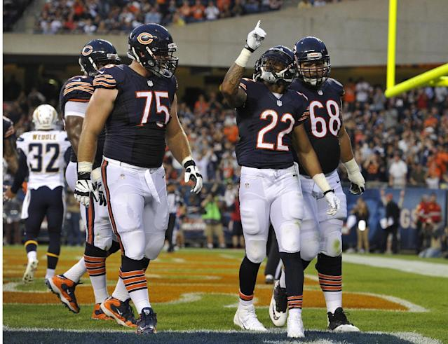 Chicago Bears running back Matt Forte (22) points to the sky as he celebrate his touchdown with his teammates during the first half of the preseason NFL football game against the San Diego Chargers, Thursday, Aug. 15, 2013, in Chicago. (AP Photo/Jim Prisching)