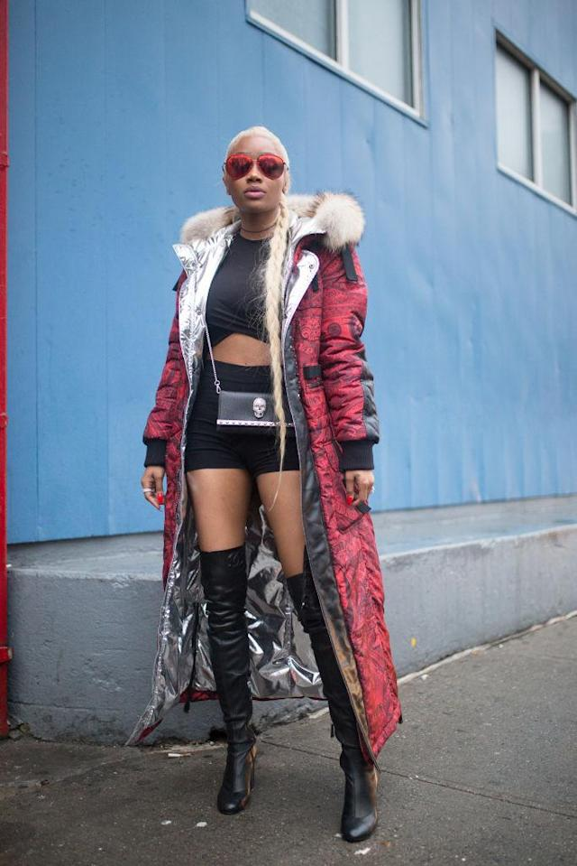 <p>Combining efforts to be fashionable and stay warm, Karlae wore a long coat over a rather unseasonable outfit. (Photo: Getty Images) </p>