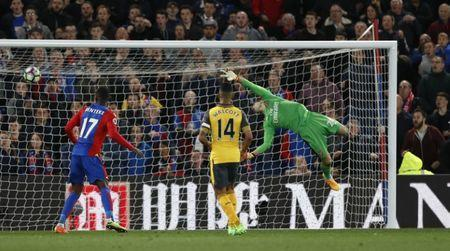 Britain Football Soccer - Crystal Palace v Arsenal - Premier League - Selhurst Park - 10/4/17 Crystal Palace's Yohan Cabaye scores their second goal as Arsenal's Emiliano Martinez attempts save Reuters / Stefan Wermuth Livepic