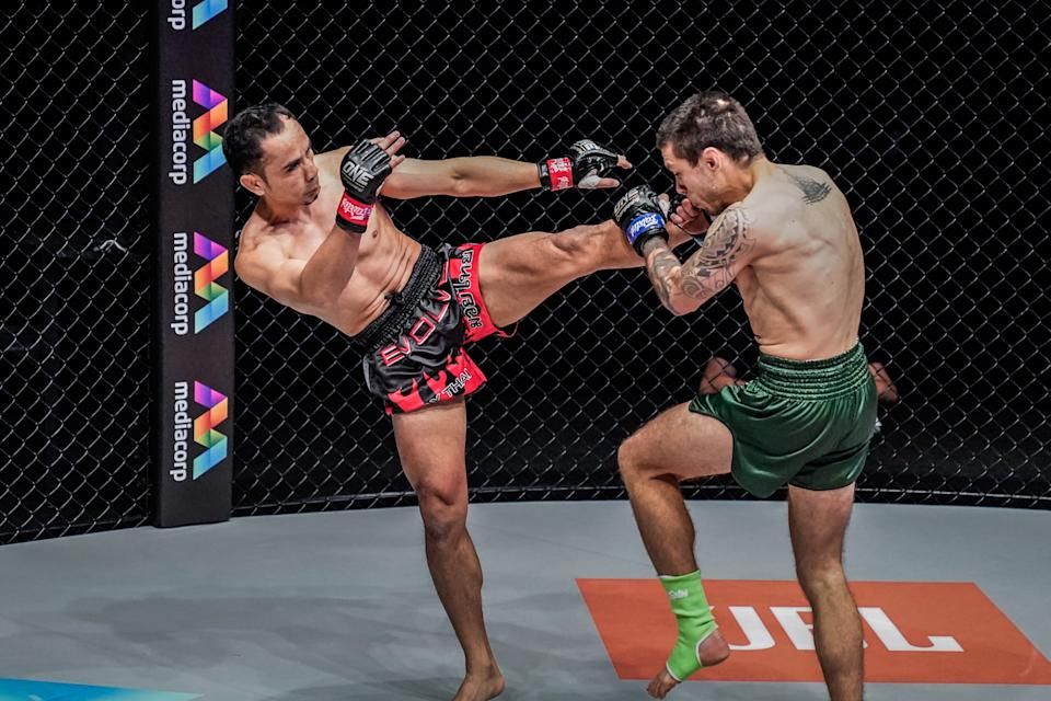 """ONE Championship's men's strawweight champion Sam-A Gaiyanghadao (left) battles Australias Josh Tonna during the """"Reign of Dynasties"""" closed-door event on 9 October 2020. (PHOTO: ONE Championship)"""
