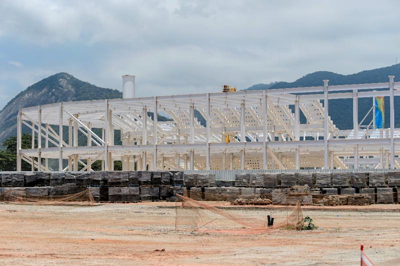 View of a building under construction in Rio de Janeiro, Brazil, on December 19, 2014 (AFP Photo/Yasuyoshi Chiba)