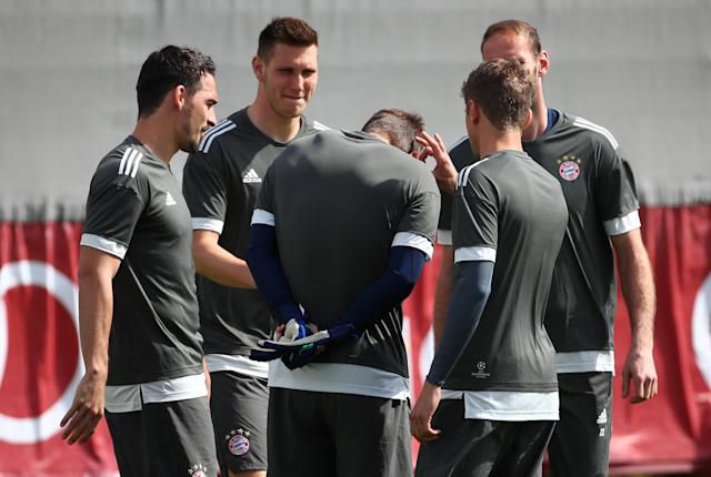 Soccer Football - Champions League - Bayern Munich Training - Saebener Strasse, Munich, Germany - April 24, 2018 Bayern Munich's Niklas Sule and Mats Hummels with team mates during training REUTERS/Michael Dalder