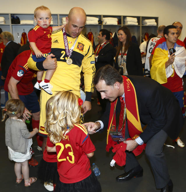 KIEV, UKRAINE - JULY 01: In this handout image supplied by the Royal Spanish Football Federation, Prince Felipe of Spain celebrates with Pepe Reina and his children in the victorious Spanish dressing room after the UEFA EURO 2012 final match between Spain and Italy at the Olympic Stadium on July 1, 2012 in Kiev, Ukraine. (Photo by Carmelo Rubio / RFEF via Getty Images)
