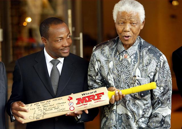 SOUTH AFRICA - SEPTEMBER 21: Nelson Mandela shows his amazement at the presentation of an inscribed cricket bat by West Indian cricket legend Brian Lara. (Photo by Media24/Gallo Images/Getty Images)