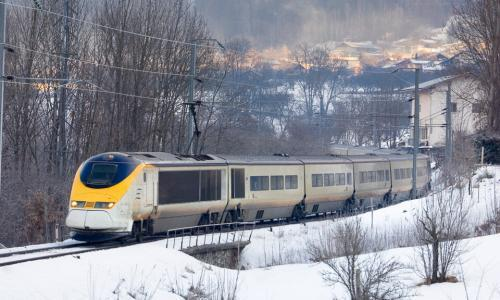 Suspension of Eurostar ski train 'disastrous' say no-fly campaigners
