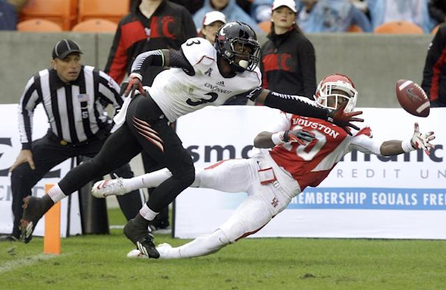 Houston wide receiver Demarcus Ayers (10) cannot get to the ball as Cincinnati cornerback Howard Wilder (3) defends in the end zone during the first half of a NCAA football game at BBVA Compass Stadium on Saturday, Nov. 23, 2013, in Houston. (AP Photo/Houston Chronicle, J. Patric Schneider)