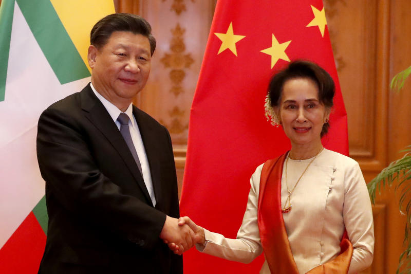Myanmar State Counselor Aung San Suu Kyi, right, greets Chinese President Xi Jinping at president house in Naypyitaw, Myanmar, Saturday, Jan. 18, 2020. (Nyein Chan Naing/Pool Photo via AP)
