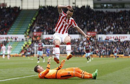 Britain Football Soccer - Stoke City v West Ham United - Premier League - bet365 Stadium - 29/4/17 Stoke City's Marko Arnautovic in action with West Ham United's Adrian Action Images via Reuters / Carl Recine Livepic