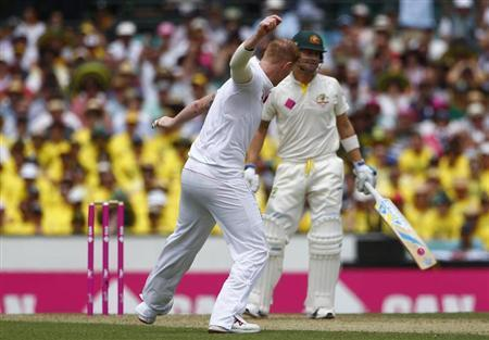 England's Ben Stokes celebrates with teammates after taking the wicket of Australia's captain Michael Clarke during the first day of the fifth Ashes cricket test match in Sydney January 3, 2014. REUTERS/David Gray