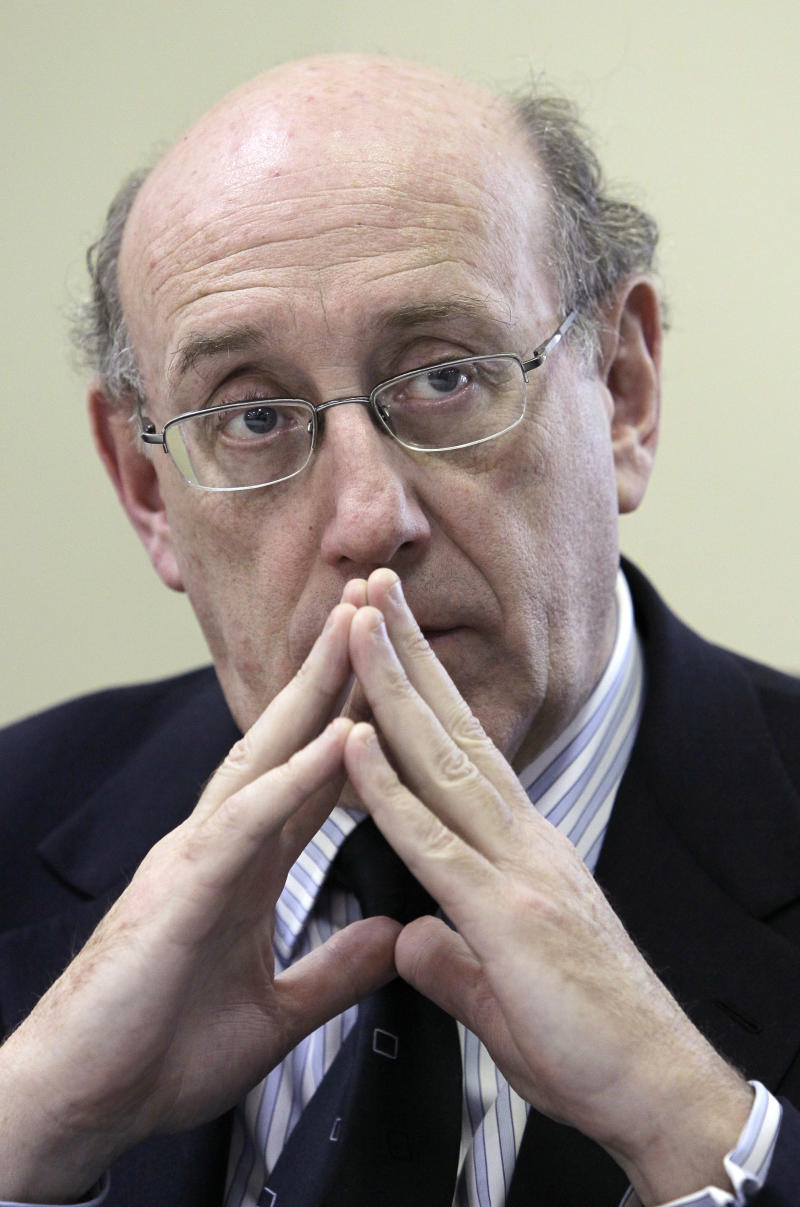 BP oil spill fund administrator Kenneth Feinberg listens to a claimant during a town hall meeting in Grand Isle, La., Monday, Jan. 10, 2011. (AP Photo/Patrick Semansky)