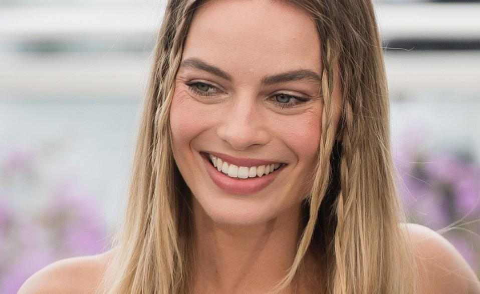 """CANNES, FRANCE - MAY 22: Margot Robbie attends thephotocall for """"Once Upon A Time In Hollywood""""  during the 72nd annual Cannes Film Festival on May 22, 2019 in Cannes, France. (Photo by Samir Hussein/WireImage)"""