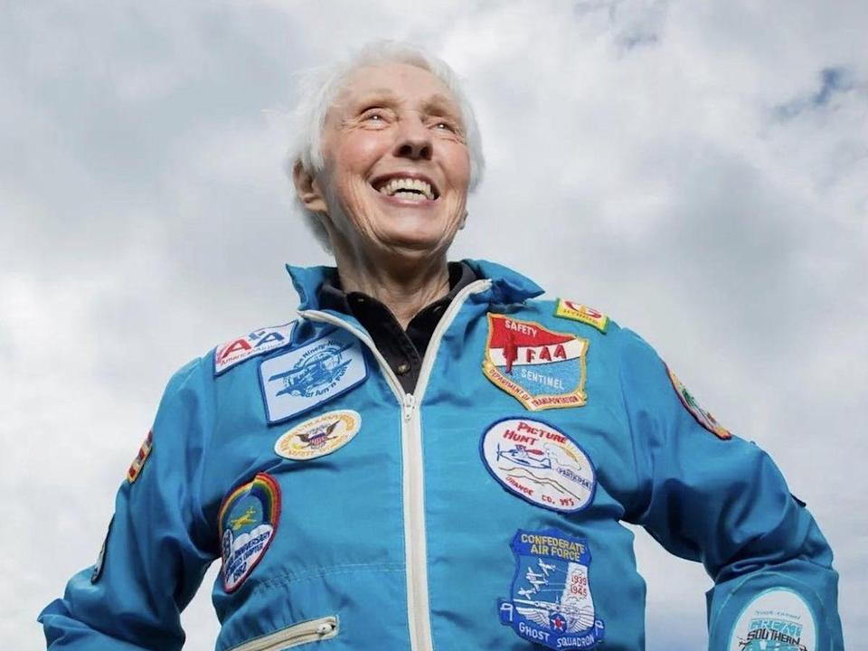 - d4106cb8af933049ba3c7152e7a33175 - Meet Wally Funk (82), the oldest woman flying to space