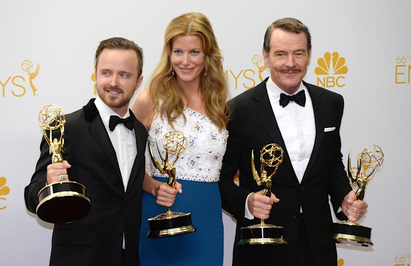 "Actors Aaron Paul (L), Anna Gunn (C) and Bryan Cranston (R) pose after winning awards for ""Breaking Bad"" during the 66th Emmy Awards, August 25, 2014 at the Nokia Theatre in downtown Los Angeles (AFP Photo/Mark Ralston)"