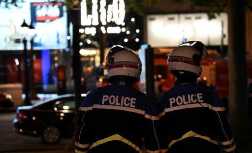 One police officer killed, one wounded in Champs Elysees shooting
