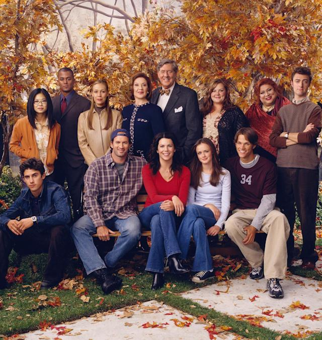 <em>Gilmore Girls</em> cast. (Photo: Everett Collection)