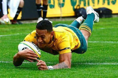 Rugby Union - Australia vs Scotland - Sydney Football Stadium, Sydney, Australia - June 17, 2017 - Australia's Israel Folau dives to score a try. REUTERS/David Gray